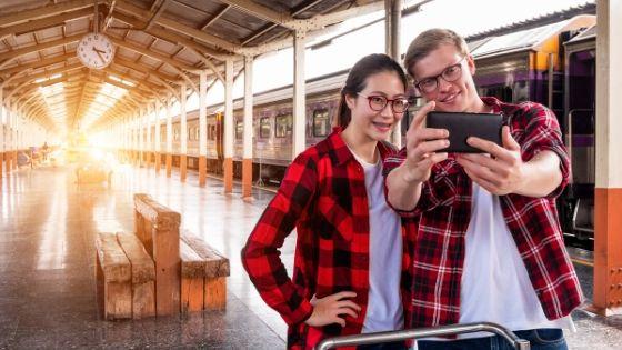 couple-travel-train